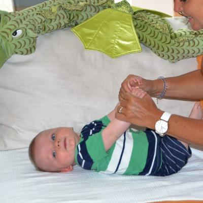 Kind bei der Kinderosteopathie