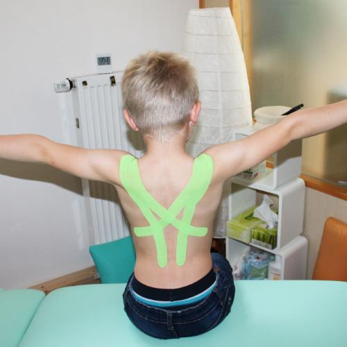 Junge - Physiotherapie Behandlung
